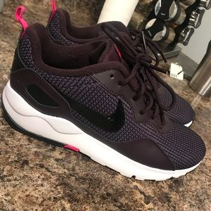 Brand new size 8 plum Nike tennis shoes